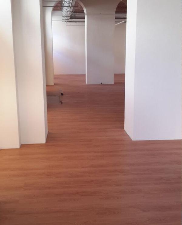 Pavimento con base in sughero e parte superiore in pvc parquet moquette compra online a - Prezzo finestre pvc al mq ...